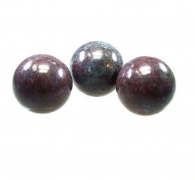 Rubin - Disthen Kugel ca. 50 - 54 mm