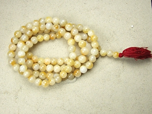 Mala aus gelbem Jaspis 108 Perlen ca. 12-14 mm ca. 136 cm