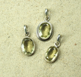 Bergkristall bedampft undt facettiert Fingerring in 925 Silber