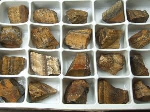 Tigerauge Rohsteine im 24er Set aus Süd-Afrika / ca. 30 bis 40 mm