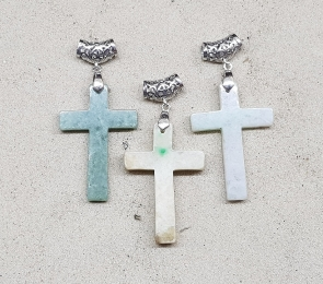Jade (Jadeit) Kreuz Anhänger an Öse - ca. 70 x 33 mm
