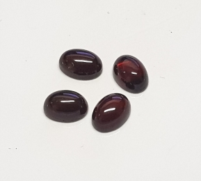 Grant  Cabochon oval ca. 6 x 4 mm / ca. 0,5-0,7 ct. / stück