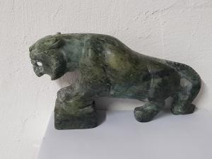 Tiger aus Jade ( Jadeit ) ca.220 x 110 mm / ca. 1760 Gramm