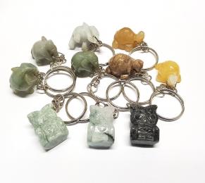 10 teiliges Schlüsselanhänger Set Elefant / Eule / Schildkröte aus Jadeit / Jaspis / versteinertem Holz
