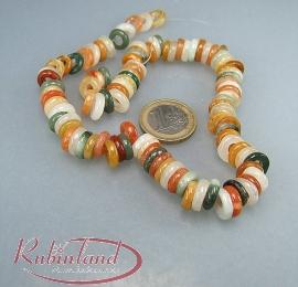 100 kleine Ringe aus buntem Jaspis mit Jade - Zwischenperlen