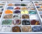 Mineralien - Sammlung in der 24er Box ca. 40 x 30 mm