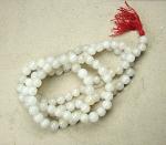 Mala aus weißem Jaspis 108 Perlen ca. 12-14 mm ca. 136 cm