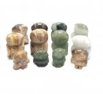12er Set Eulengravuren aus Jade und versteinertem Holz