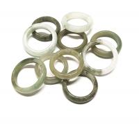 10 Fingerringe aus Jade ( Jadeit ) in gemischten Größen von 17 bis 20 mm Durchmesser