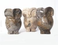 große Eule - Tiergravur aus versteinertem Holz ca. 200-250 Gramm / ca. 75x50x36 mm
